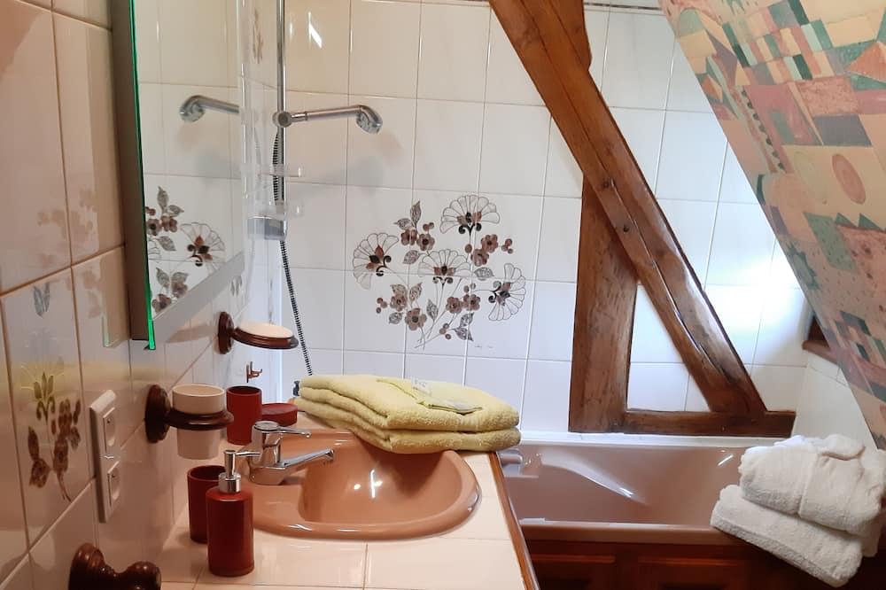 Comfort Room (Le Grenier aux Fleurs) - Bathroom