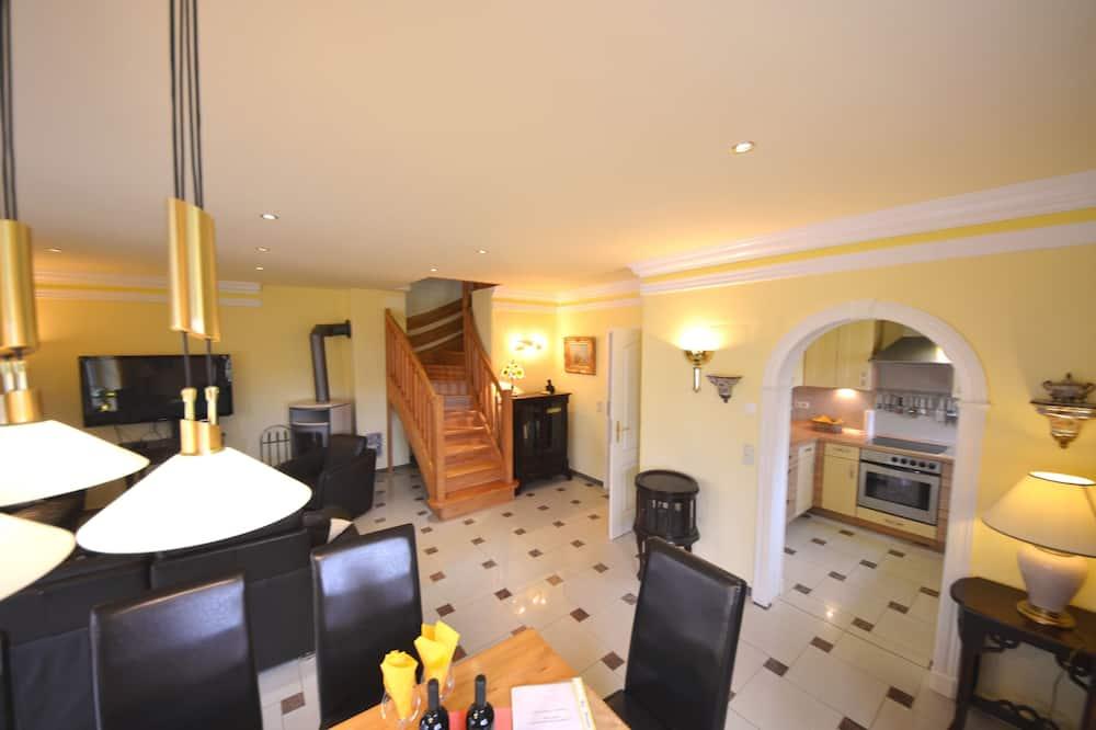 Deluxe House (Bel Monte) - Living Area