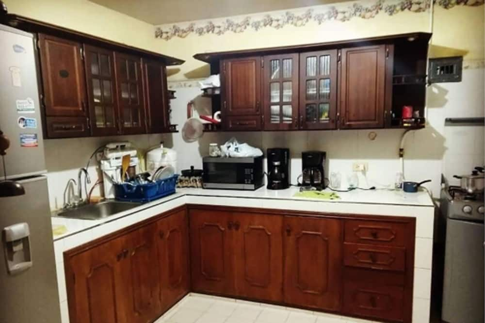 Shared Dormitory, Mixed Dorm (6 Beds) - Shared kitchen