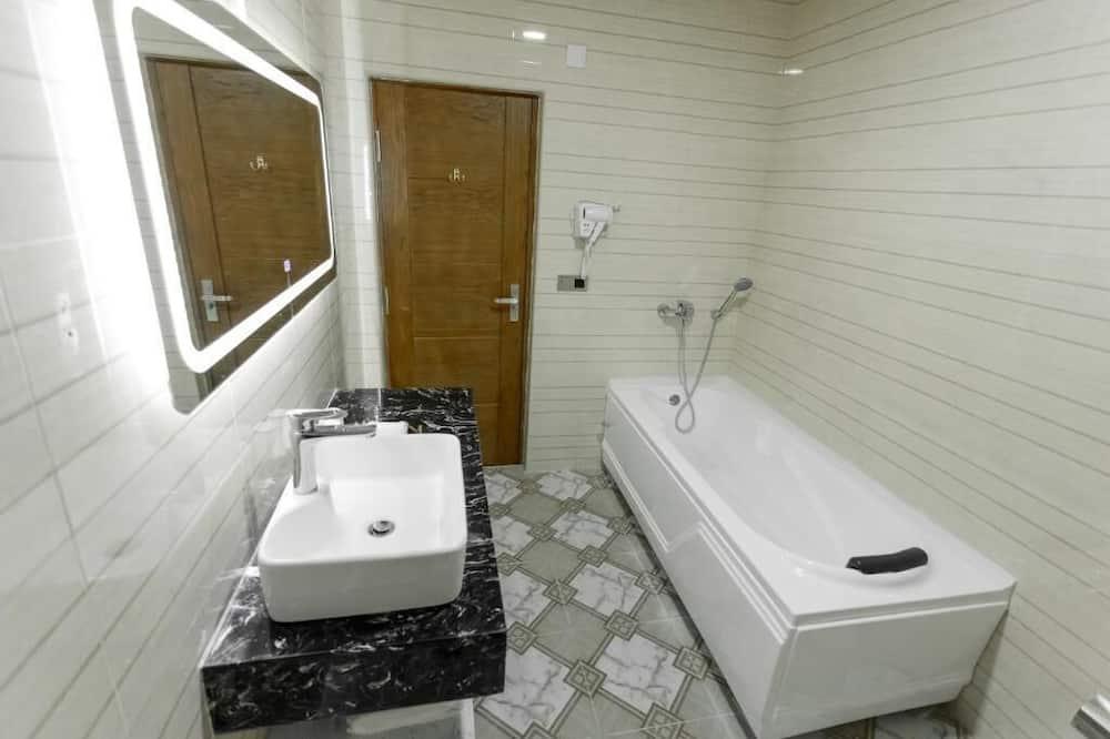 Prabangaus stiliaus dvivietis kambarys - Vonios kambarys