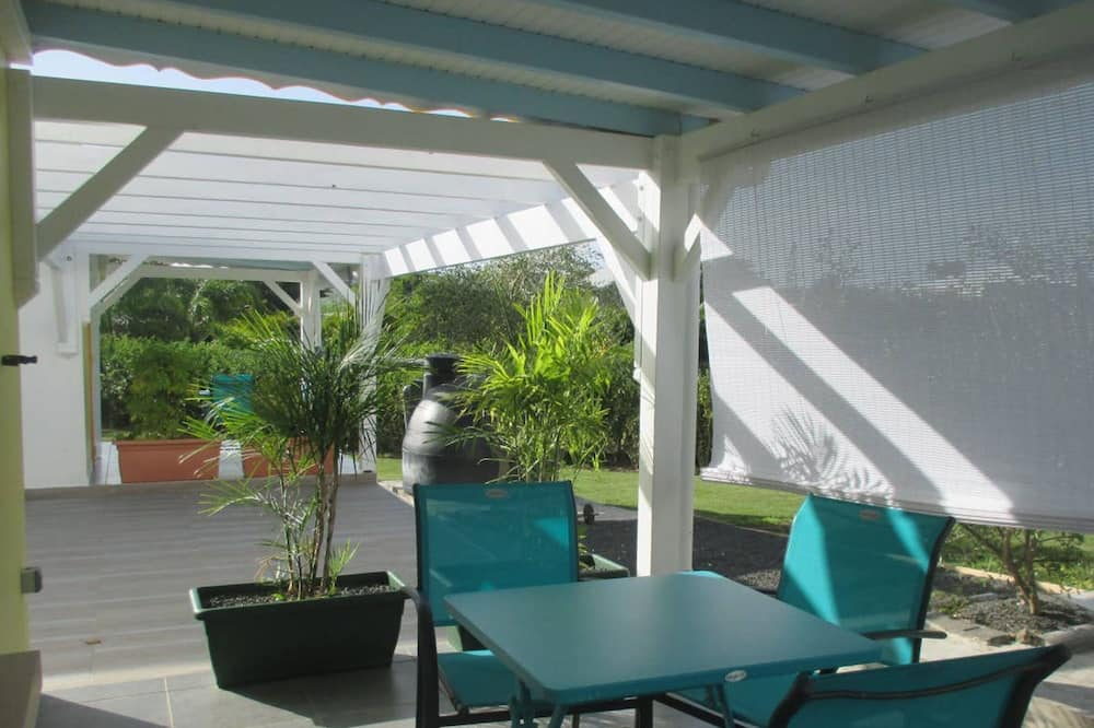 Studio in Saint-françois, With Furnished Garden and Wifi - 800 m From the Beach