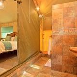 Tent (Queen bed) - Bilik mandi