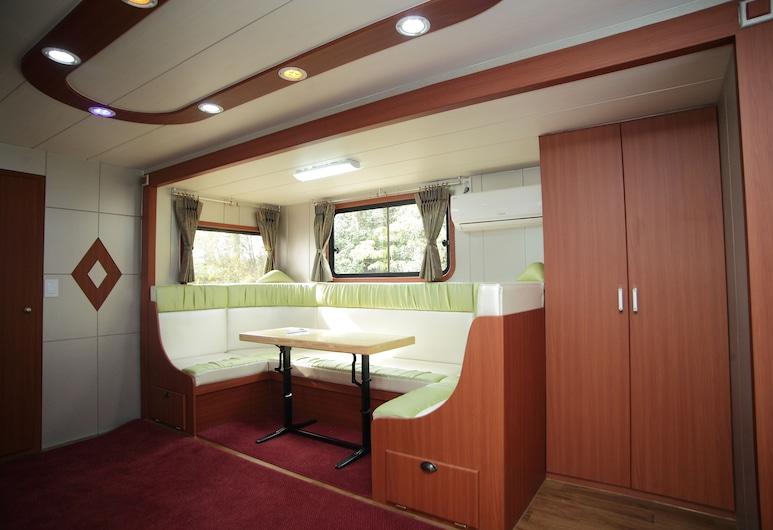 Pamping Jeju Caravan, Seogwipo, Deluxe Mobile Home (Super), Bilik