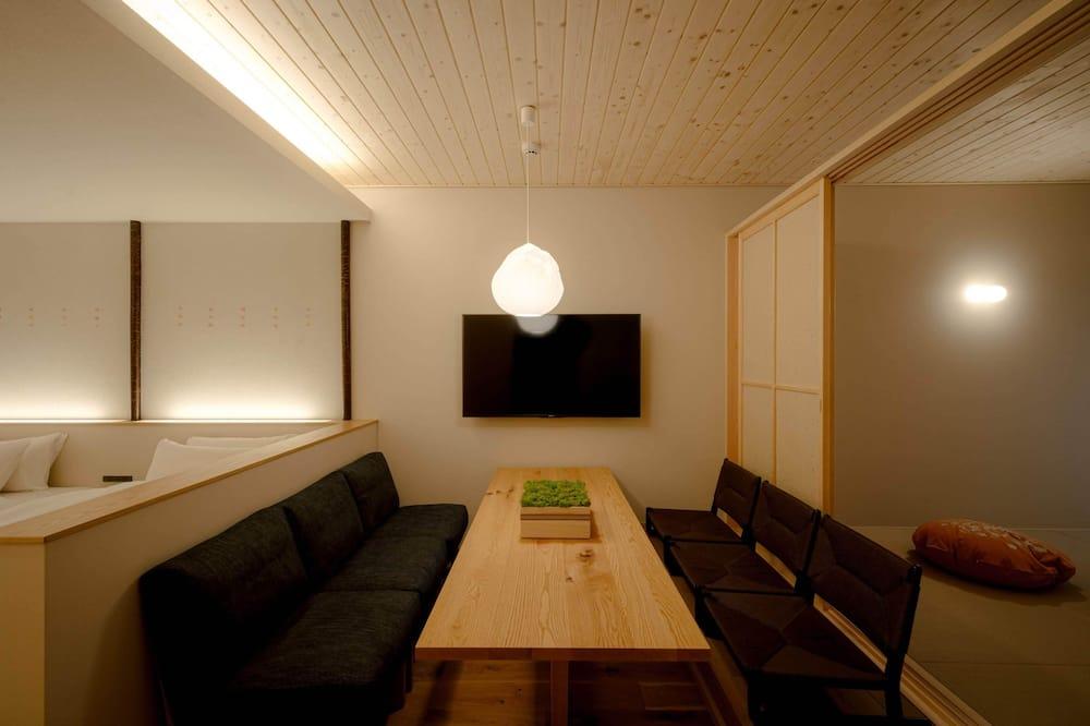 Kamar Deluks (for 6 Guests) - Area Keluarga