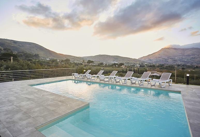 Villa Adelfos, Castellammare del Golfo, Piscina