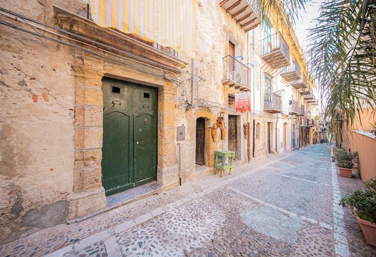 XXV Novembre apartments, Cefalù