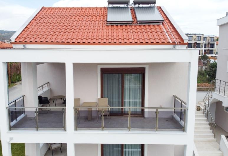 Kalli's Apartments, Sithonia, Front of property