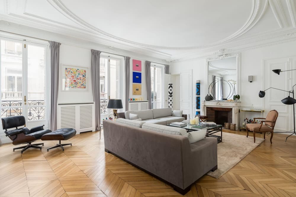 Apartment (4 Bedrooms) - Living Room