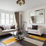 شقة (4 Bedrooms) - غرفة معيشة