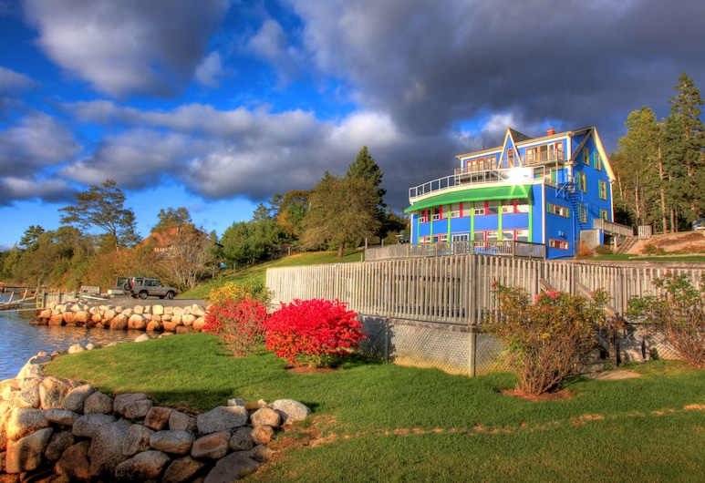 The Tuna Blue Inn and Restaurant, Hubbards
