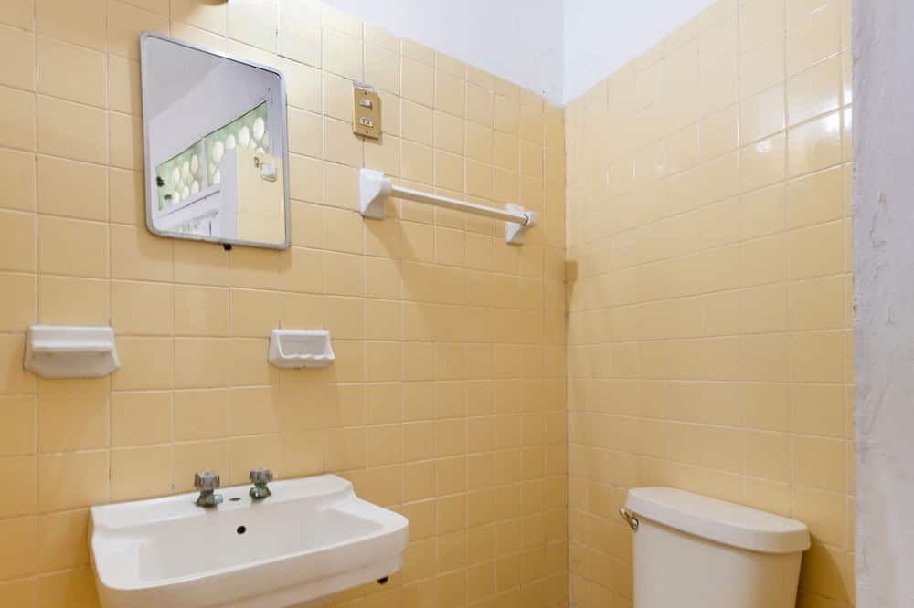 スーペリア ルーム クイーンベッド 2 台 - バスルーム