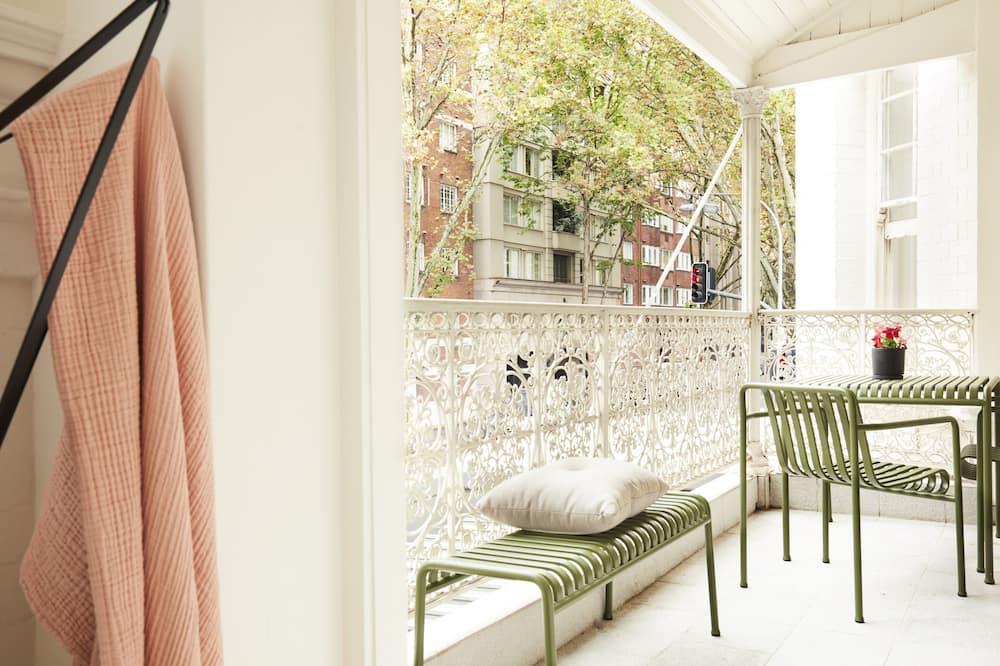 Апартаменты (CULT) - Балкон
