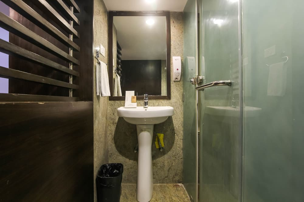 Executive Double or Twin Room - Bathroom