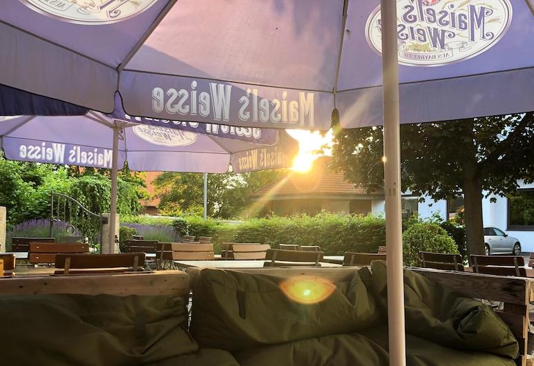 Romantik Hotel Schmiedegasthaus Gehrke, Bad Nenndorf, Restaurante al aire libre