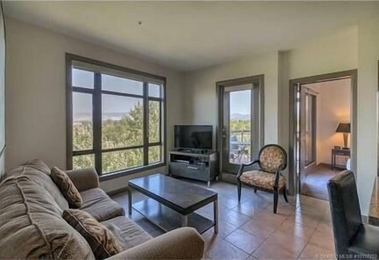 One of a Kind, Top Floor Apartment at Playa #632, Kelowna, Stofa