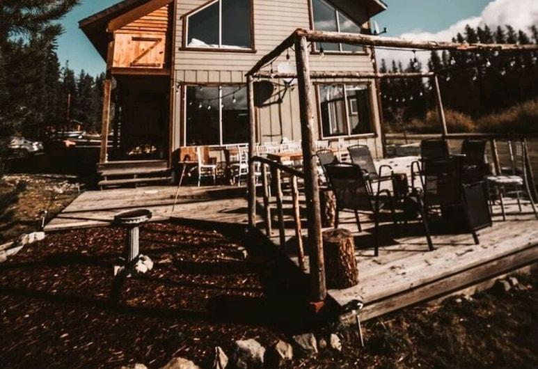 Idabel Lake Estate, Beaverdell, Exterior