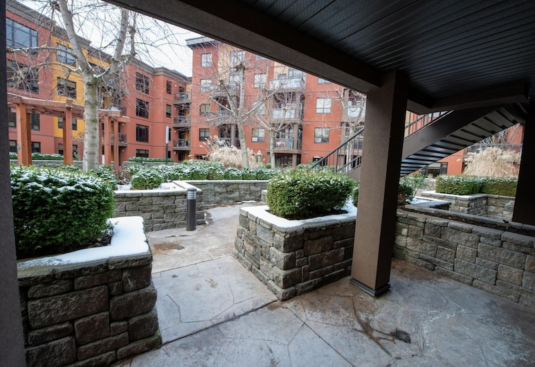 Pool Level 2 Bed, 1 Bath - Unit 371, Kelowna, Property Grounds