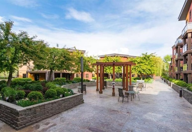 Easy Access Ground Floor Apartment #114, Kelowna, Property Grounds