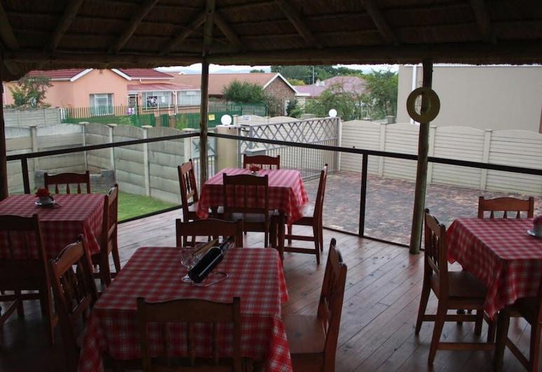 Die Suidwester Gastehuis, Ngwathe, Kültéri étkezés