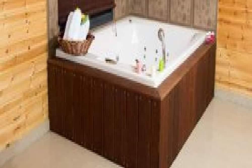 Studijos tipo numeris verslo klientams - Atskira masažinė vonia