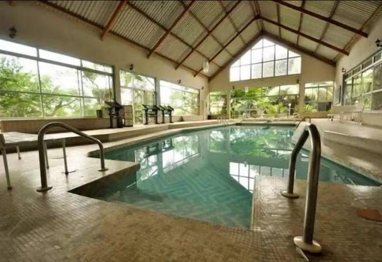 Jerome Garden and suites, Lagos, Indoor Pool