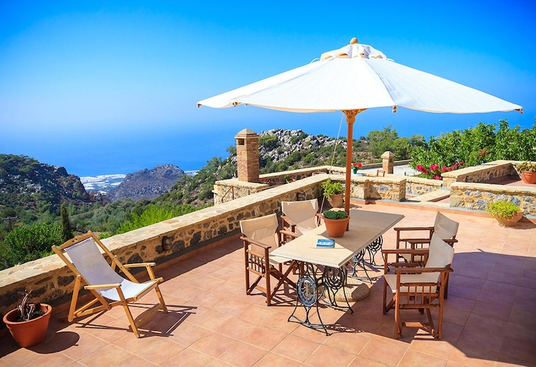 House With 4 Bedrooms in Anatoli, With Wonderful sea View, Enclosed Garden and Wifi - 12 km From the Beach, Ierapetra, Verönd/bakgarður