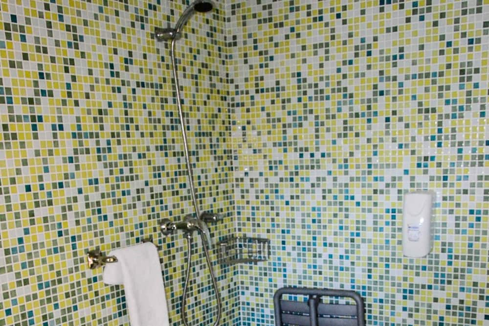 Neljän hengen huone - Kylpyhuoneen suihku