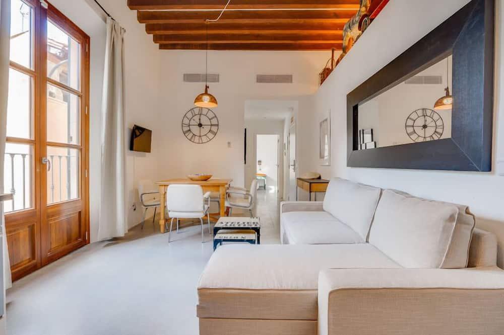 Superior 5 - Living Room