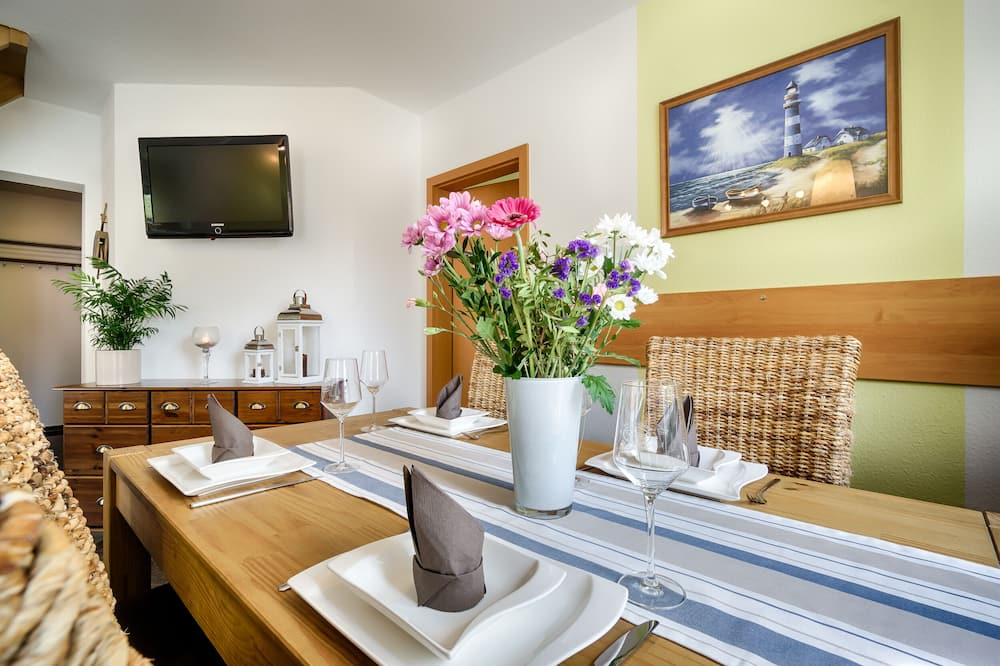 Comfort-Apartment, 3Schlafzimmer (Buhne9, incl. 110 EUR Cleaning Fee) - Essbereich im Zimmer