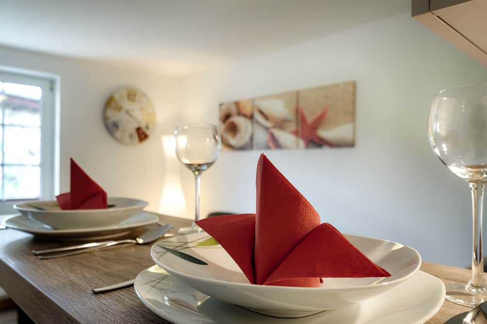 Junior-Suite (incl. 50 EUR Cleaning Fee) - Essbereich im Zimmer