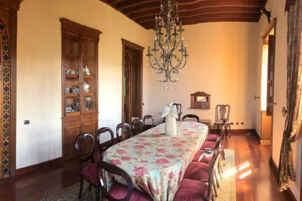 Коттедж, 4 спальни - Обед в номере