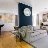 Villa (5 Bedrooms) - Living Room