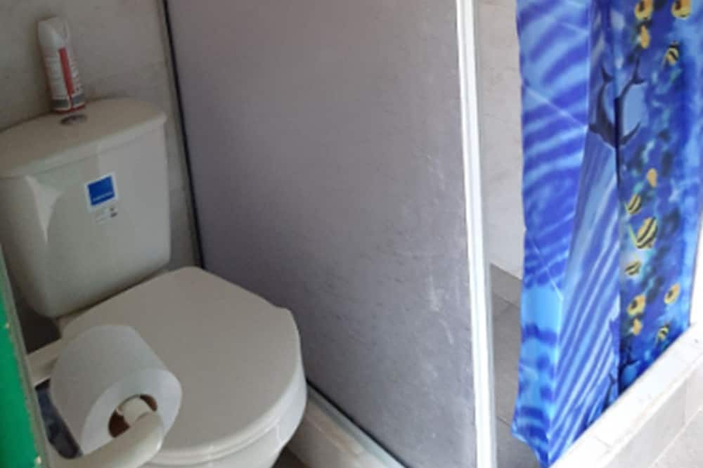 Shared Room, Shared Bathroom, 6 people - Kylpyhuone
