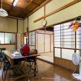Homestay Family Room - Living Room