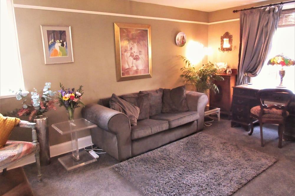Rekreačná chata, 1 extra veľké dvojlôžko s rozkladacou sedačkou - Obývačka