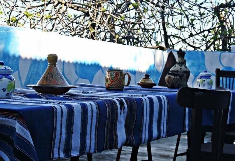 Nefzi Guest House, Moqrisset, Restaurante al aire libre
