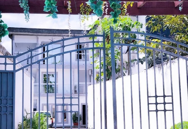 Residence Hoteliere Flana B, Libreville, Property entrance