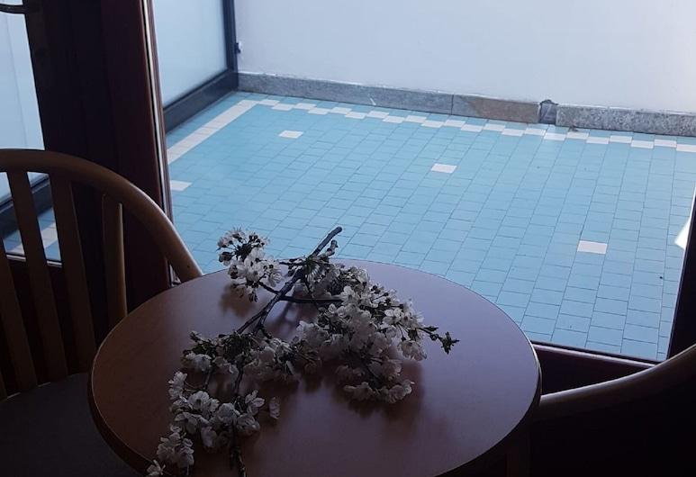 Hotel Chalet del Lago, Avigliana, Superior Triple Room, Terrace/Patio