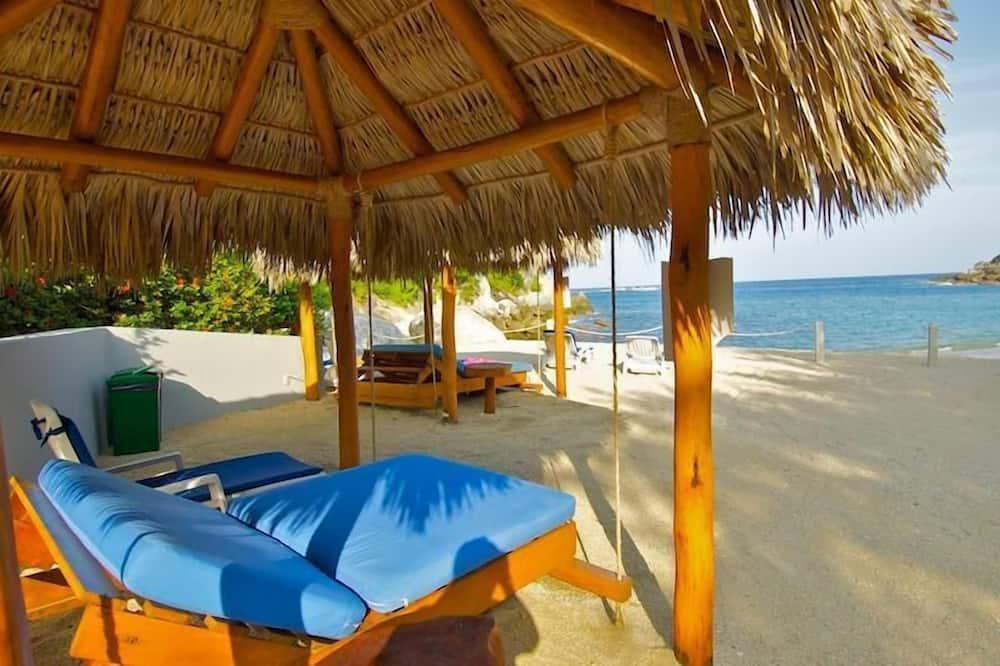 Condo, Multiple Beds (2055 - Cosmo 8A2) - Beach
