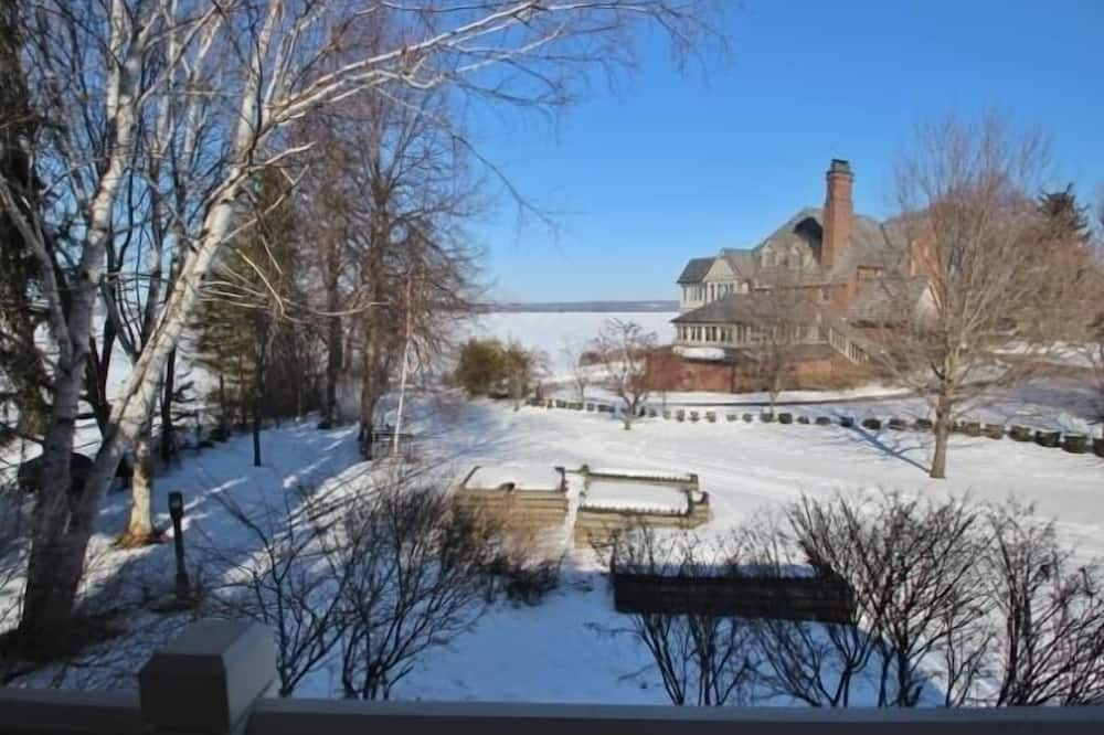 Condo, 2 Bedrooms - Property Grounds