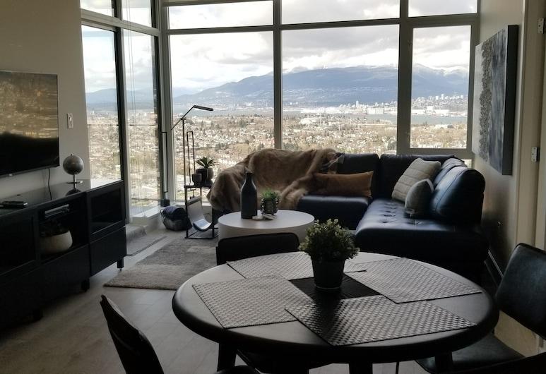 Spectacular North Shore Mountain, Downtown and Water Views, برنابي, غرفة معيشة