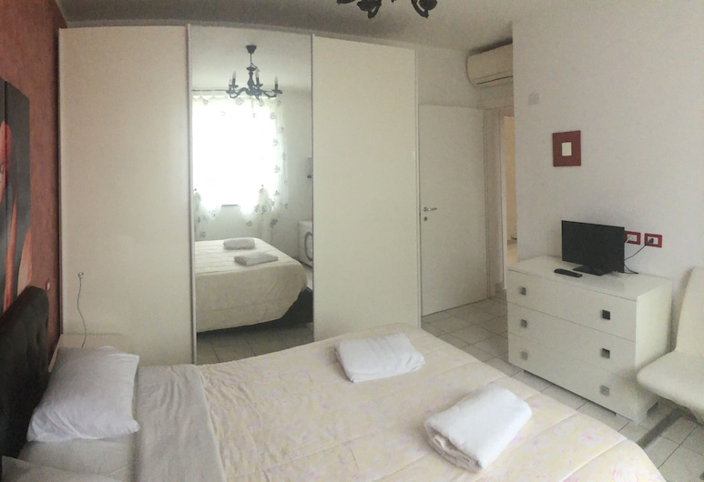 Two-room Apartment in Villa 15 min From Milan, Brugherio, Pokoj