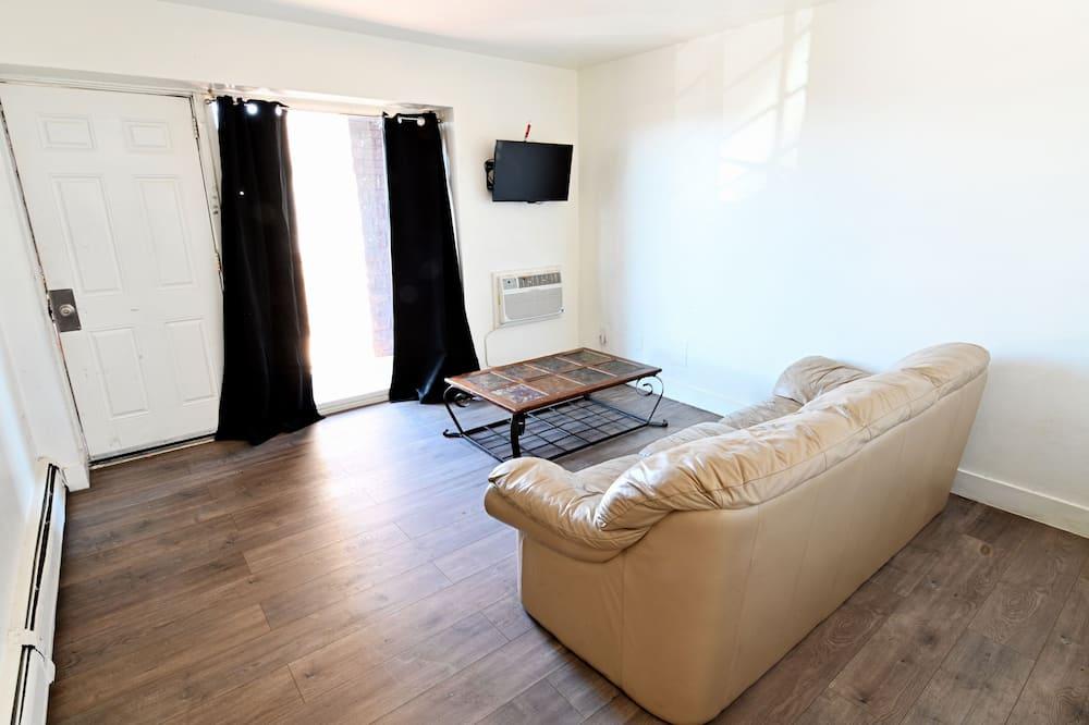 Studio typu Basic, dvojlůžko (180 cm) - Obývací prostor