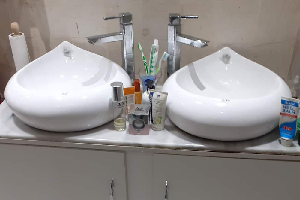 Economy Tek Büyük Yataklı Oda, Ortak Banyo - Banyo