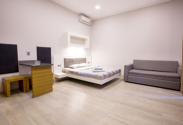 Pushkinskaya Apartments, Kharkiv, Deluxe Quadruple Room, Room