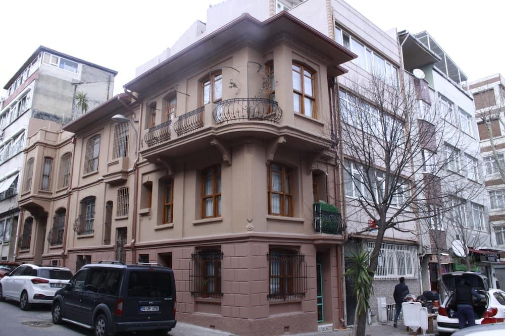 No 1 House By Valence