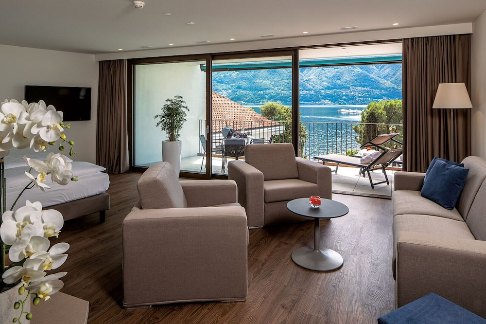 Junior Studio Suite, 1 King Bed with Sofa bed, Accessible, Partial Lake View (4 Adults) - Terrace/Patio