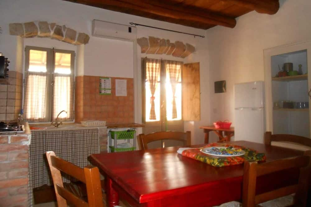 Family Apartment, 2 Bedrooms (6 Adults) - In-Room Dining