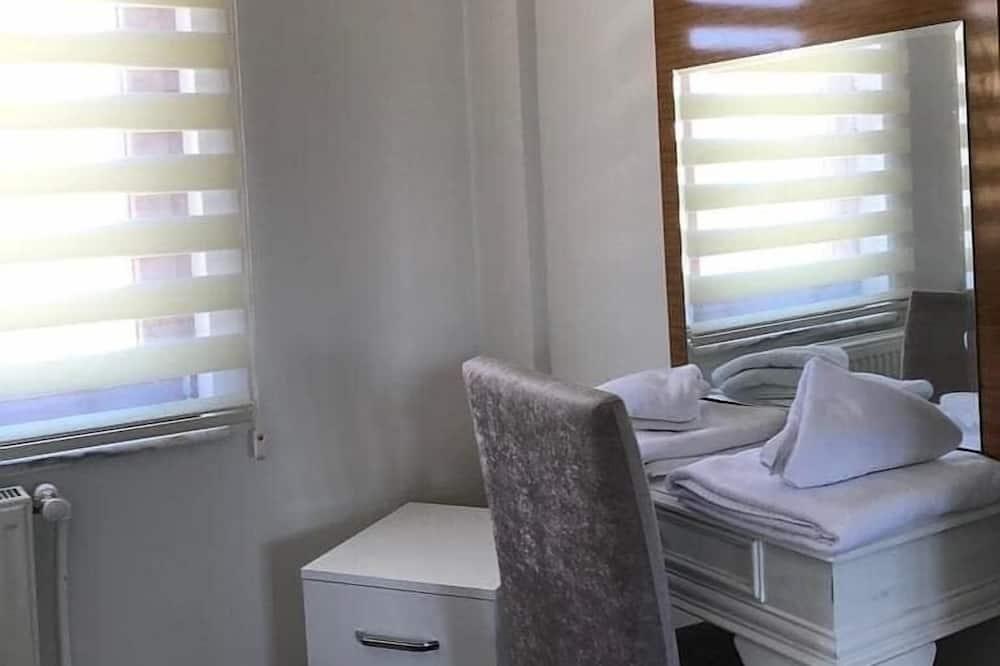 Standard Apartment, 2 Bedrooms - Ruang Tamu