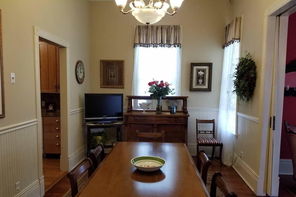 Namas, 3 miegamieji, virtuvė - Vakarienės kambaryje